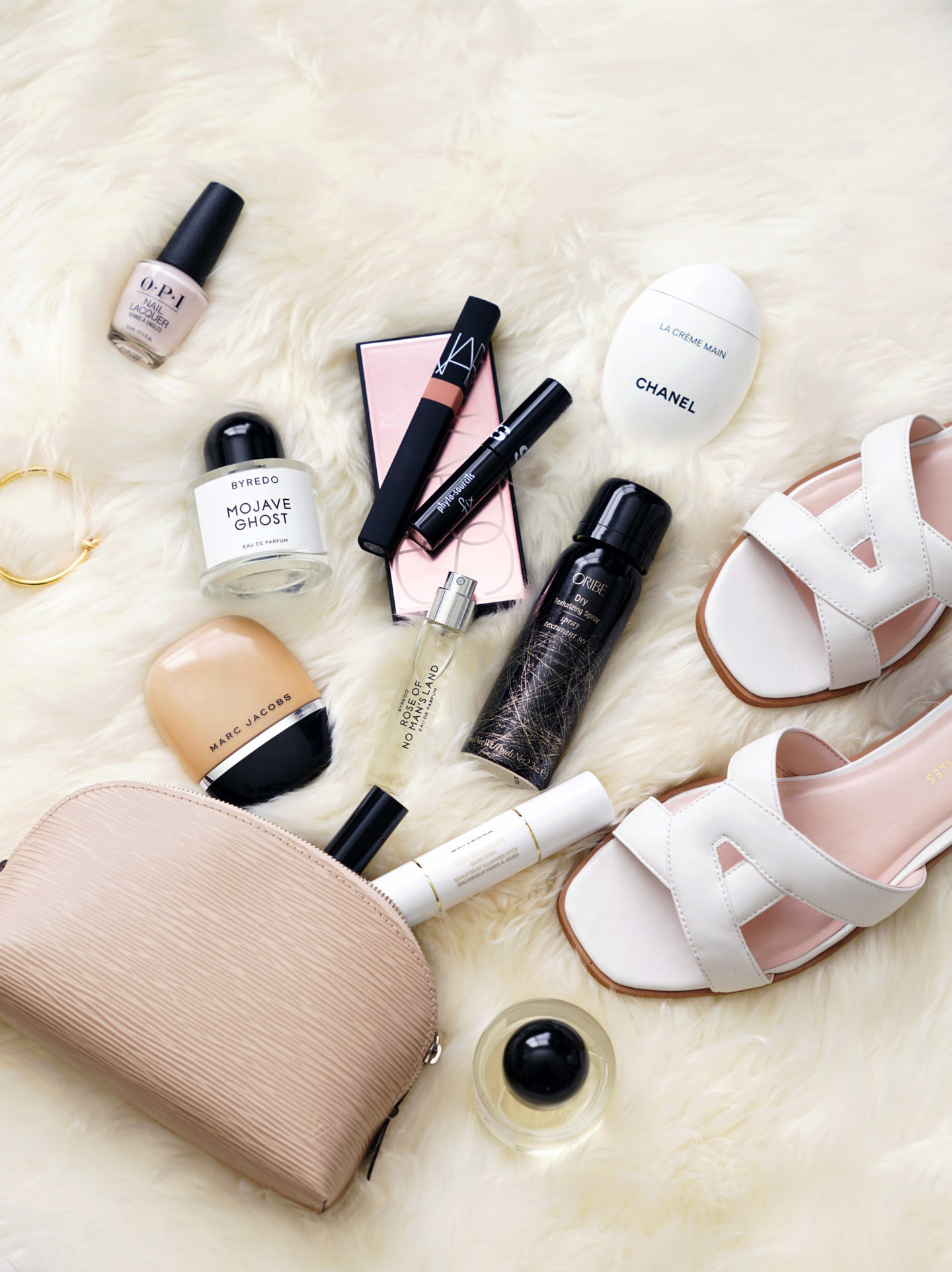 Flatlay Byredo, Marc Jacobs Shameless, Avec Les Files Sandals